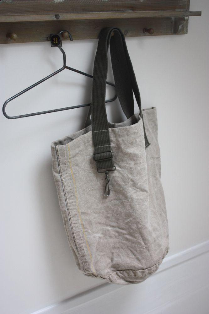 Très grand sac cabas XXL confectionné dans une toile de lin très solide…
