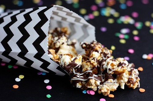Chocolate caramel popcorn: Chocolates Caramel, Caramel Popcorn, Chocolates Popcorn, Popcorn Nightcircus, Chocolate Caramels, Carmel Popcorn, Popcorn Candy, Night Circus, Popcorn Recipes