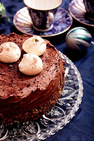 Десерт с основой безе и шоколадным кремом, под заморозку