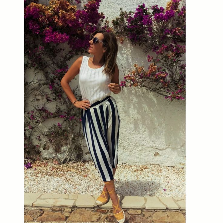 Today's Inspiration: Pantalones culotte con estampado navy. Photo by MISS Herisson #culotte #moda #fashion #trendy #shop #florencia #streetstyle #blogger #shopping #barcelona #casuallook #navy #estilomarinero #summer #verano #musthave