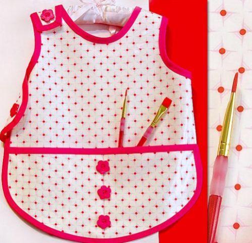 Se a sua criança gosta de fazer desenhos e pintar, você pode fazer um avental infantil para pintura, para que os seus filhos protejam as roupinhas enquant