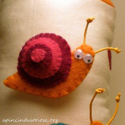 spille di pannolenci a lumaca - snail felt brooch