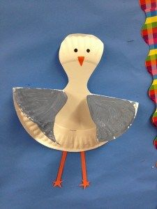 Easy paper plate bird craft for kids - change it up and color the plate with crayons the glue on feet, beak and goggly eyes.  Great for Bird Day in May!