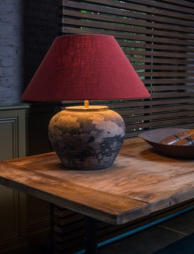 Kruiklamp aardewerk met een moderne stoffen lampenkap - Pottery lamp with a modern fabric lamp shade - #WoonTheater