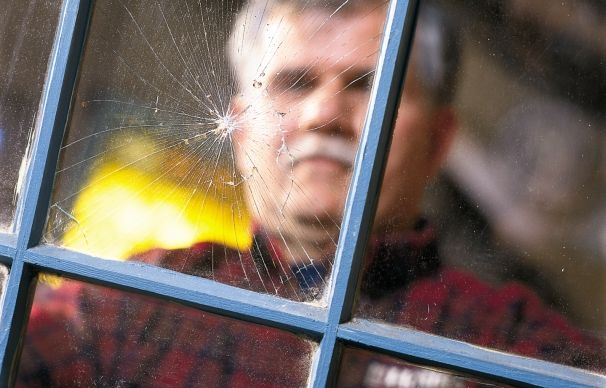 How to Replace a Window Pane - Tom Silva shows how easy it is to fix a single-glazed wood sash