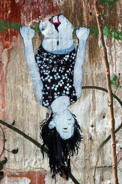 Be Free | Esta es una plaza - Enseñanza en la calle by Guillermo de la Madrid / Escrito en la pared, via Flickr