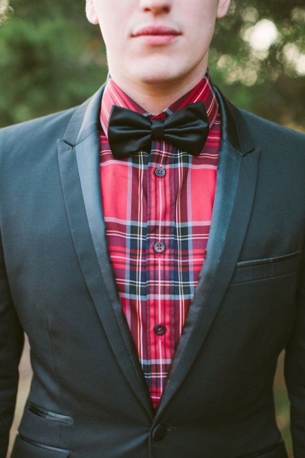 Plaid and a simple bow tie. Perfect combination.