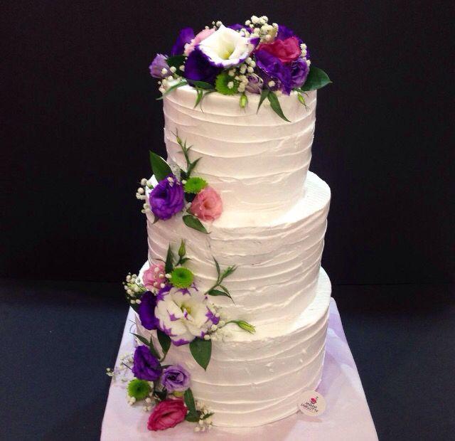 Wedding Cake with fresh flowers ...