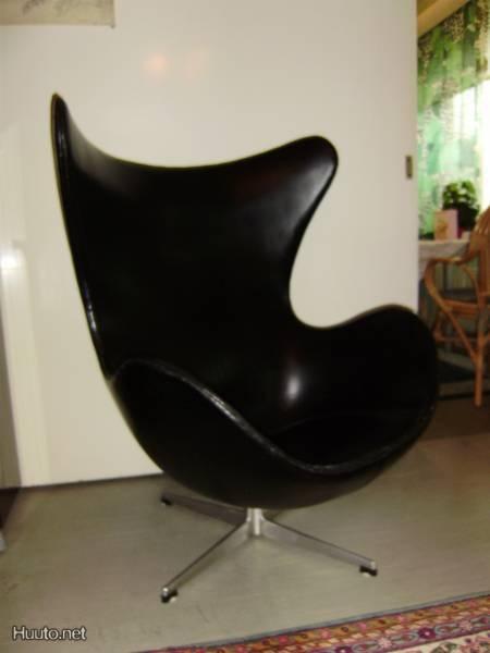 Arne Jacobsenin Muna-tuoli 50-luvulta