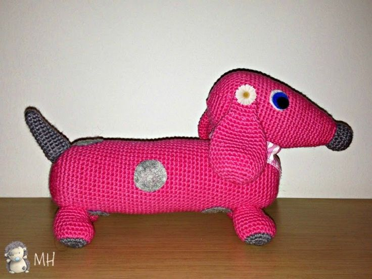Dachshund amigurumi, free english pattern. A cute pet for your baby!