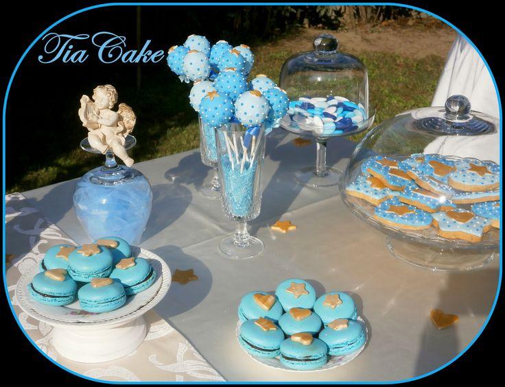 Cake pops, macarons, biscotti di frolla decorati, confetti