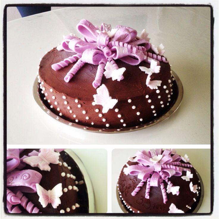 Konfirmasjons kake  Mørk sjokoladekake med konfektkrem
