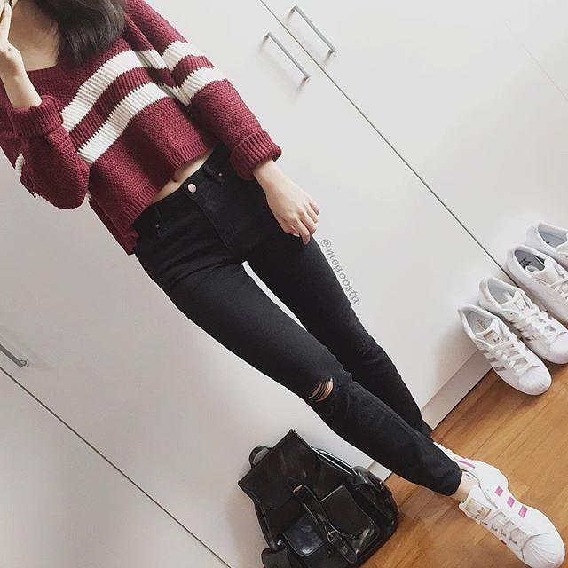 That maroon sweater♥♥♥ Yay??? Credit @megoosta