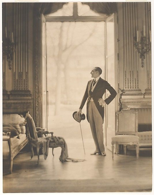 mimbeau:  Etienne de Beaumont  (1883-1956) 1910 by Baron Adolphe de Meyer   (1st September 1868 - 6 January 1946) was a photographer famed for his elegant photographic portraits in the early 20th century