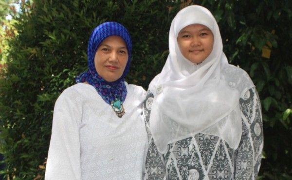 Peraih Nilai UN Tertinggi Ini Rahasianya Dilarang Pacaran  (Annisa Riany KP didampingi ibunya)  Annisa Riany KP. Jilbaber ini peraih nilai ujian nasional (UN) 2016 tertinggi kelompok jurusan Ilmu Pengetahuan Alam (IPA) SMA se-Sumbar Pada hari Minggu (8/5) lalu Padang Ekspres (Jawa Pos Group) mewawancarai siswa SMAN 1 Padang yang akrab dipanggil Nisa tersebut. Mengenakan seragam sekolah batik didampingi ibunya Antina Maskami Nisa terlihat begitu senang. Awalnya sempat kaget dan nggak percaya…