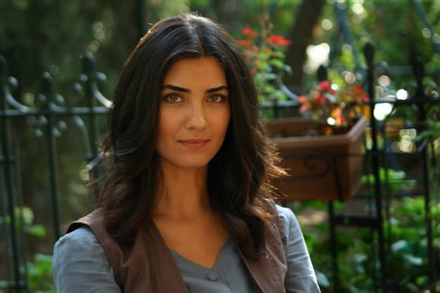 Famous Turkish actress Tuba Büyüküstün, who is popular in the Arab world, will be presented with the Best Actress Award at the International Giuseppe Sciacca Awards in Vatican.