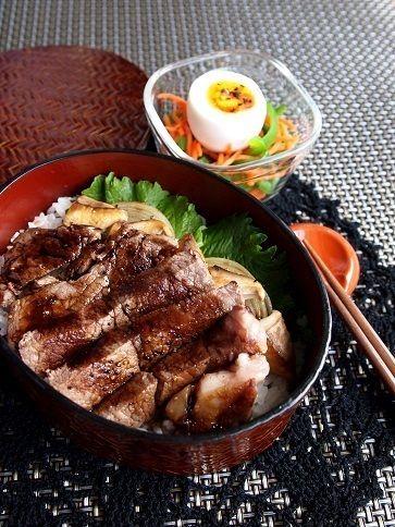 牛ヒレ肉とエリンギのバルサミコステーキ丼のお弁当 by わらびさん ...