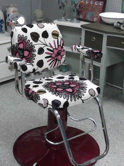 Up cycled salon chair by The Orange Bottle Cap.... Booth located in University Pickers in Huntsville, AL.  Www.facebook.com/UniversityPickers