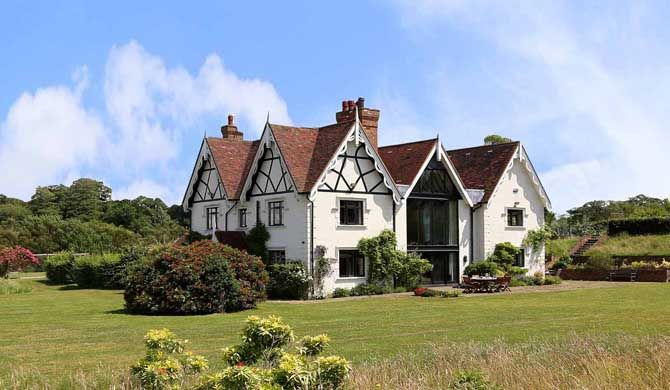Birch Pavilion The large holiday home Birch Pavilion in Kent is a truly stunning house dating back 200 years and set in 3,000 acres of parkland, it has even been mentioned in the Doomsday book. The rooms of this... #Holiday #homes  #Travel #Backpackers #Accommodation #Budget