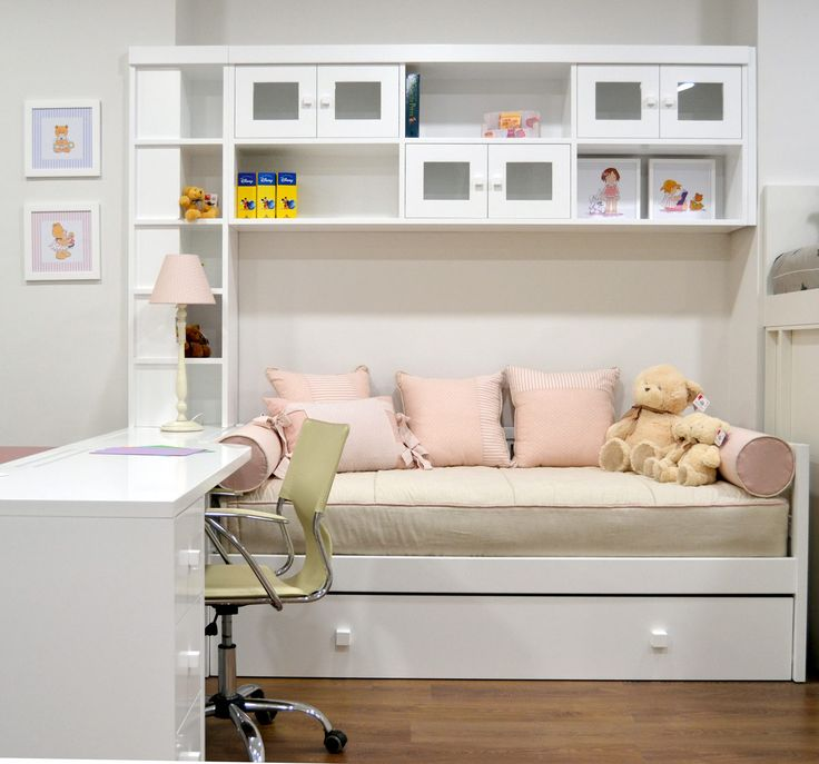 Dormitorio con cama nido y puente blanco - El Pájaro Carpintero  Bonito y funcional dormitorio con cama nido y gran espacio de almacenaje