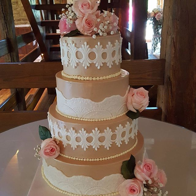 #lacecake #ballyspringinn #brooklyngirlbakery #weddingcake