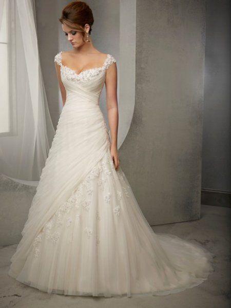 bretelles dentelle garnie forme trapèze pleatd tulle robe de mariée