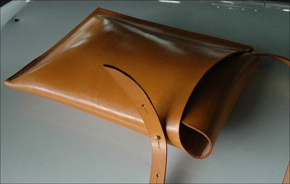 Leather Shoulder Satchel by craftsman Garvan de Bruir.