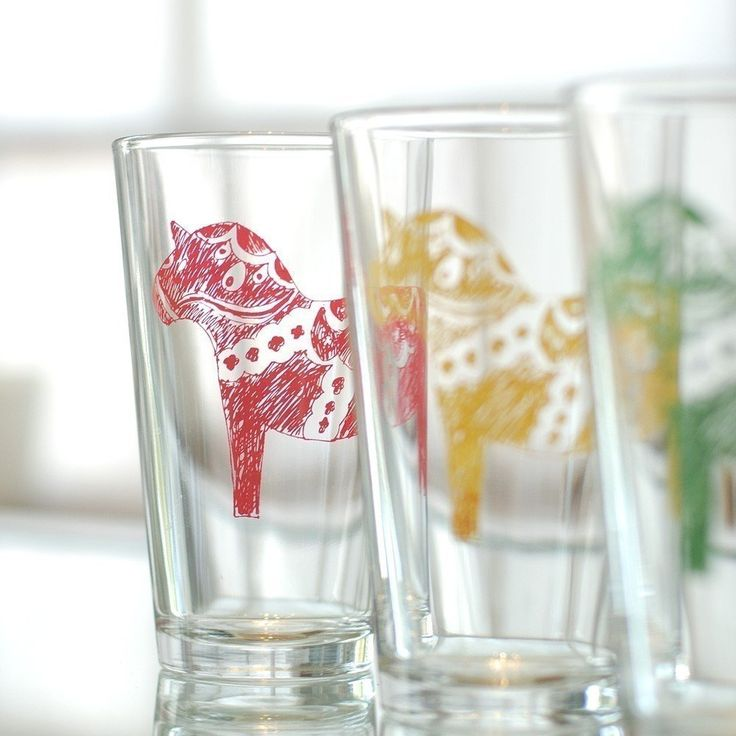 Hand scribbled and screen printed Swedish Dala horse on our durable 16oz pint glass. Available in four festive colors, these decorated drink holders are dishwasher friendly, so you don't have to keep