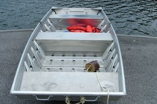 How to Restore a Small Aluminum Fishing Boat (8 Steps) | eHow