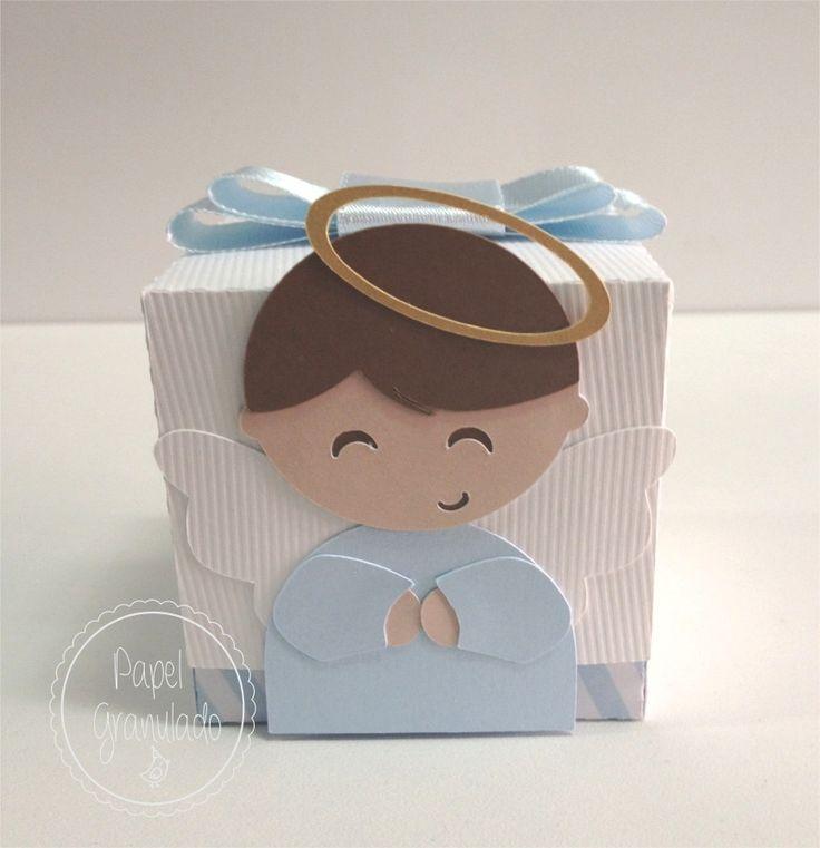 Caixinha em papel de scrapbook fechada para colocar doces ou lembrancinhas…
