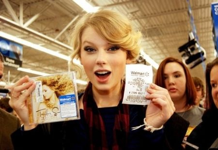 Taylor at Walmart buying her new CD Fearless