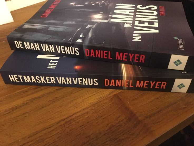 """Leuk reactie van de recensenten Karin en Corina van Samenlezenisleuker over de thrillers van Daniel Meyer: """"Volgens m'n lees maatje die niet aan social media doet; 'De man van Venus' beste boek ooit"""". Karin en Corina moeten deze zelf nog lezen, dus wij kijken uit naar hun recensies, alvast heel veel leesplezier! #demanvanvenus #hetmaskervanvenus #thriller #samenlezenisleuker #futurouitgevers"""
