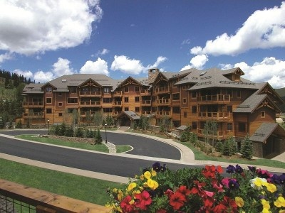 For rustic and luxurious Breckenridge lodging that has all the amenities  you could hope for in a Breckenridge ski resort, book your room at Mountain  Thunder ...