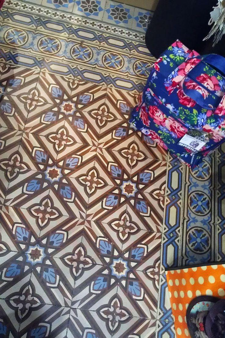 Les 156 meilleures images du tableau cement tiles for Piscine aure sole