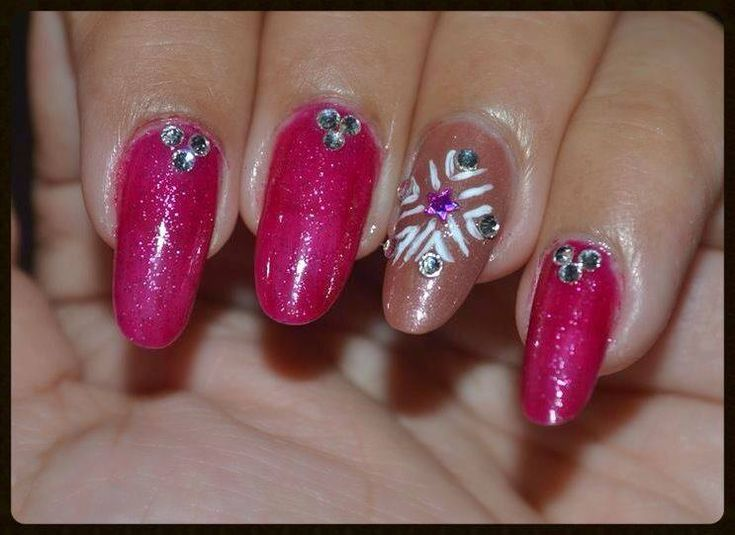 Cute Christmas Nail Design ~ Make Simple Snowflakes On Your Nails
