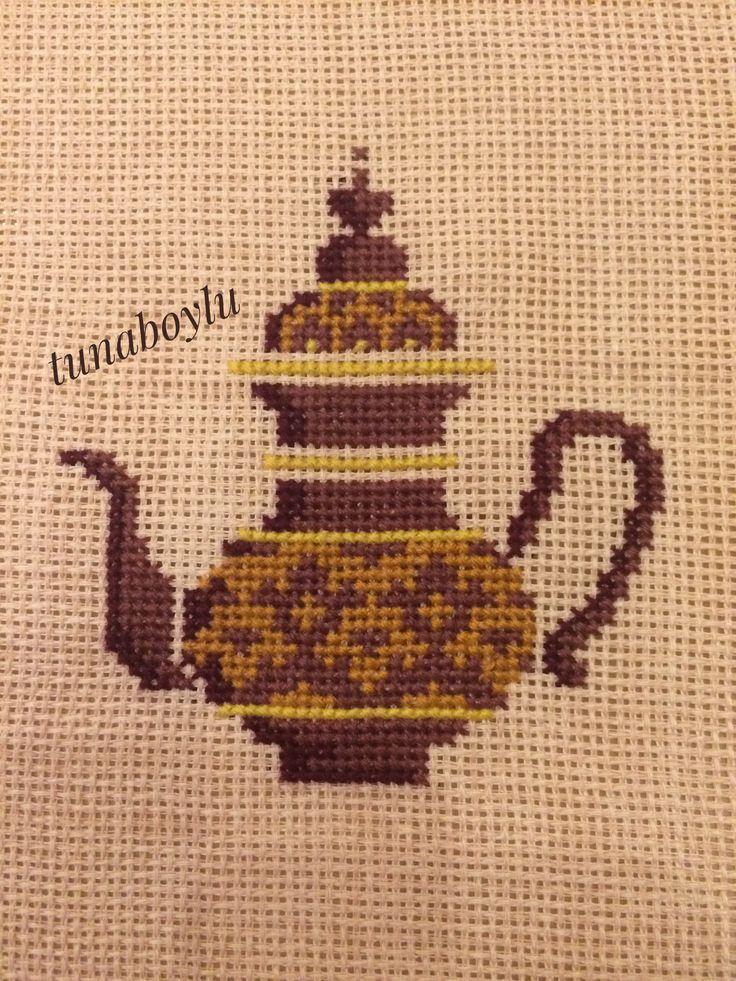 İbrik modelli bir çay saati olma yolunda kendisi ❤ Osmanlı motiflerini severek işliyorum❤kanaviçe cross stich
