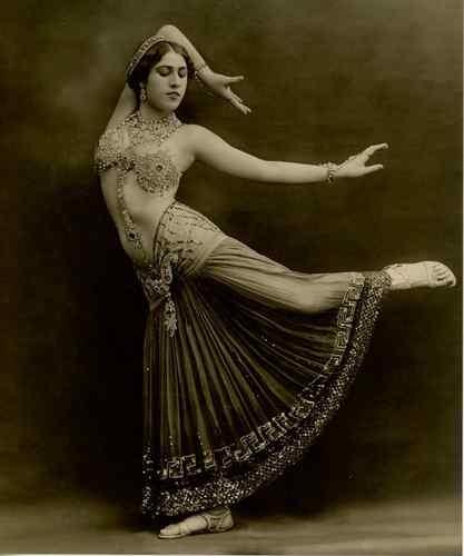 Studio Talbot, Sahary Djèli Danseuse orientale, 1920.