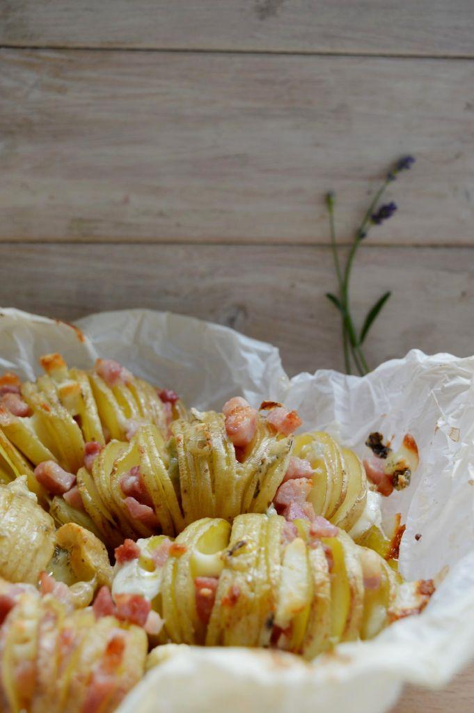 http://blog.giallozafferano.it/gabriellalomazz/patate-a-ventaglio-ai-4-formaggi-e-pancetta/