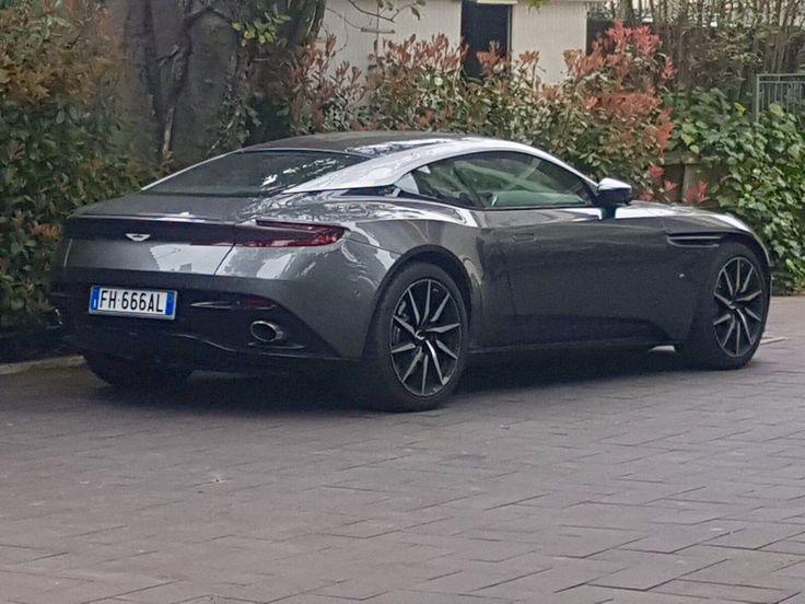 Aston Martin DB11 - Forte dei Marmi