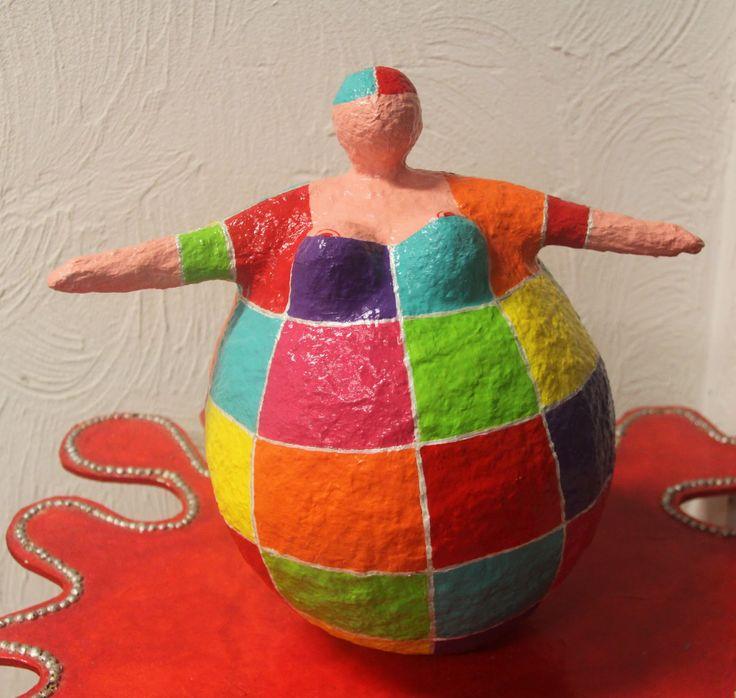 Atelier Soeff: Dikke Dame van Jeannette v A, papier mache