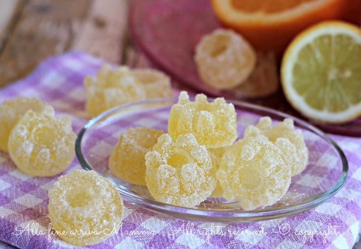 Caramelle gelee alla frutta fatte in casa, senza conservanti e con pochi semplici ingredienti! Ottime caramelle ricoperte da un delizioso strato di zucchero