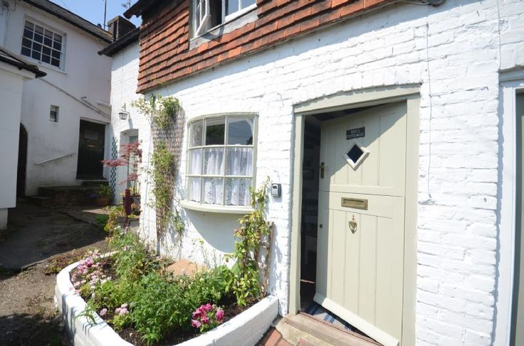 Is there a prettier cottage than Mill Cottage in Steyning?  Oozing with olde worlde charm yet stylish and comfortable this is a perfect spot in a traditional town with The South Downs on its doorstep