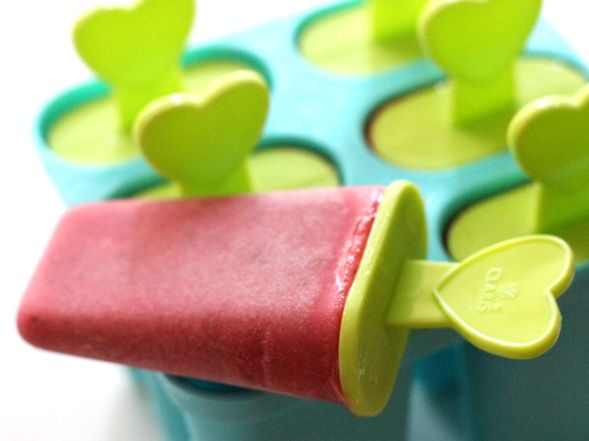 Healthy Homemade Popsicles with Fresh Stawberries and Yogurt. #health #food #recipe