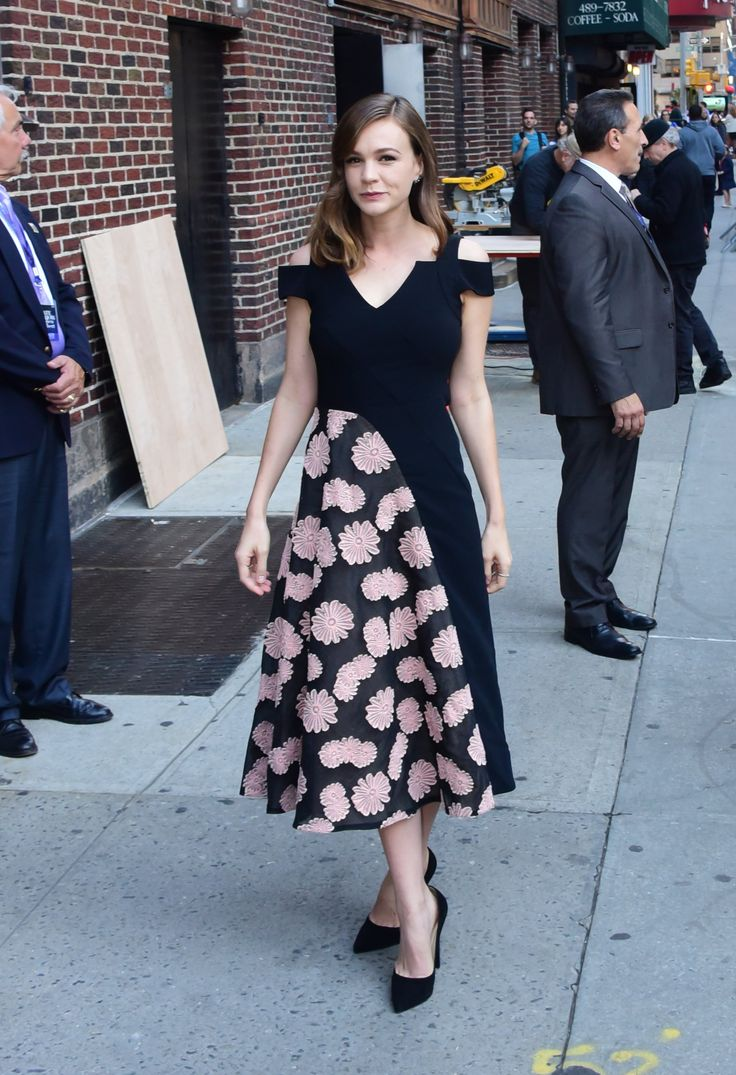 A Post-Pregnancy Carey Mulligan Revives the Fit-and-Flare Frock