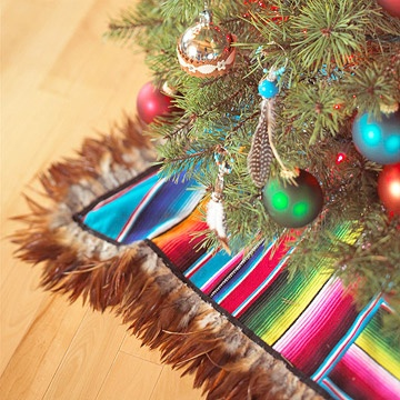 Make a Christmas Tree Skirt from a Striped Blanket. (step by step directions)