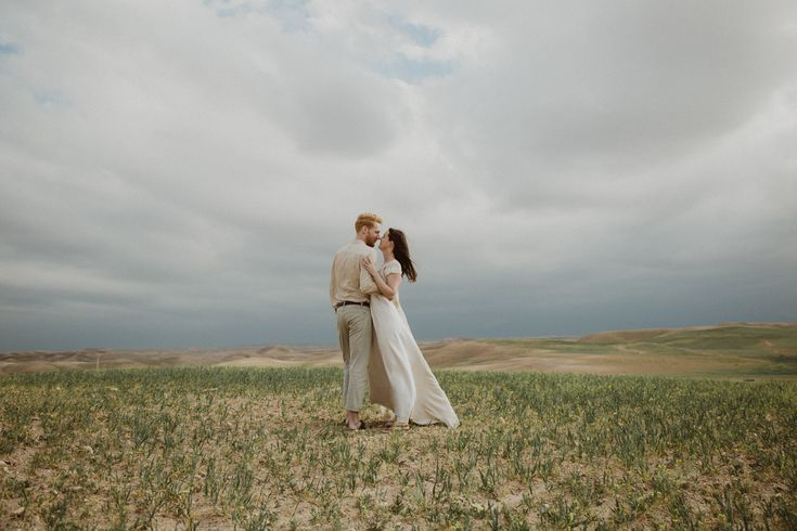 Marrakech wedding photographer. Elopements, intimate weddings and engagements in Morocco. Wedding dress: Otaduy