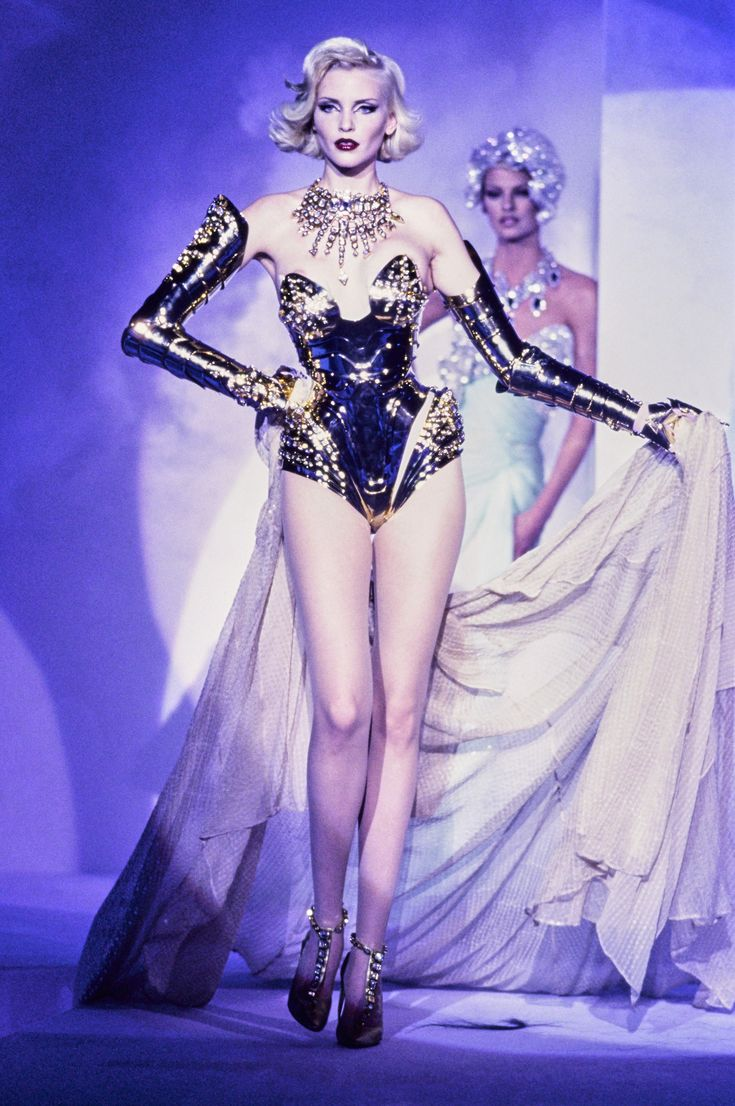 Mugler Fall 1995 Couture Fashion Show - Nadja Auermann, Linda Evangelista