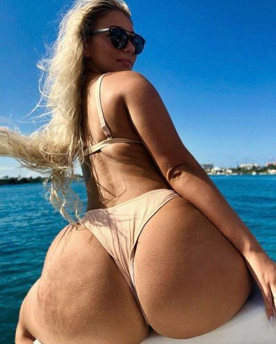 Mature Woman In Bikini Blonde Boat SwimwearBig Sitting Busty On E2W9DIH