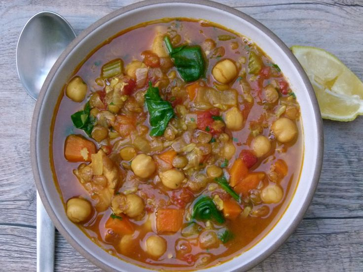 Harira (Moroccan stew with chicken, chickpeas, lentils and rice)