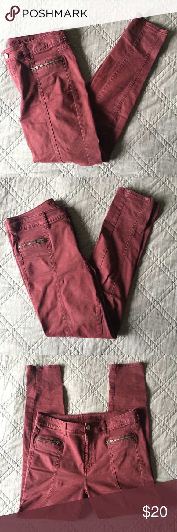 Maroon Zipper Pocket Skinny Jeans - Skinny pants with zipper pockets - Ribbing down the front - Light wear, no fading or tears - Bundle with 2+ other items for an extra discount! ✨ - Ships out within 48 mailing hours 📬 American Eagle Outfitters Jeans Skinny